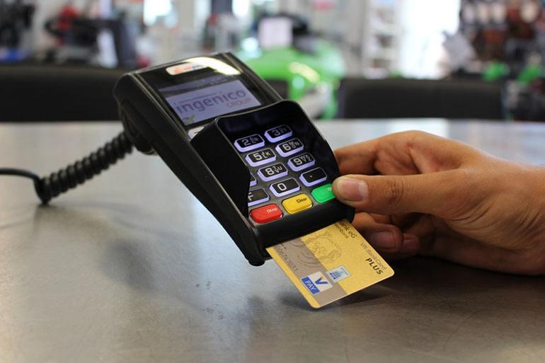 Зачем нужна дебетовая карта банка